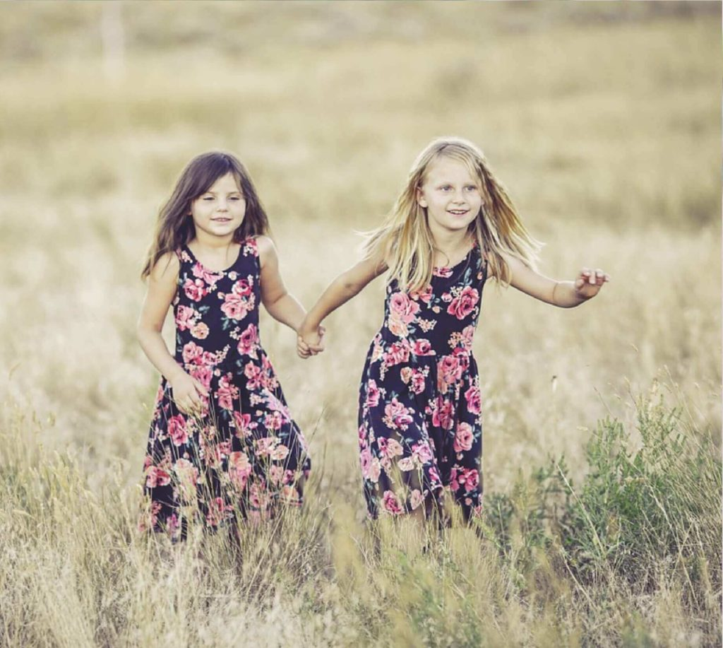 sydney two girls running through long grass wearing naturalvue contact lenses or orthokeratology